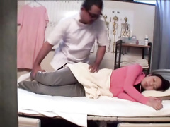 Professional masseur gives this Asian beauty a nice cunnilingus