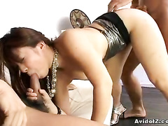 Playful bimbo gets fun with two hard rods